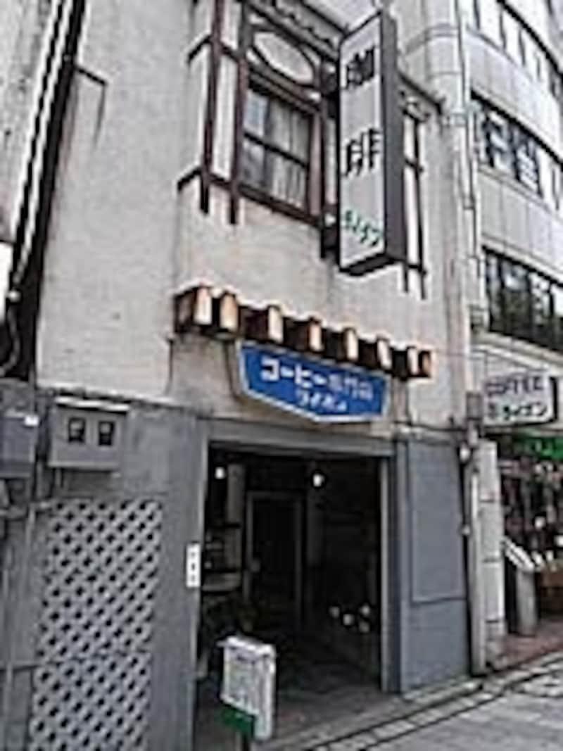 名古屋のメインストリート、広小路通り沿い。入口のライオンにも注目!