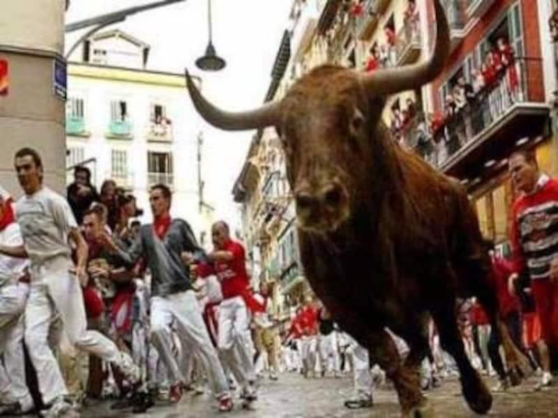 スペインの夏のビッグイベント。サン・フェルミンの牛追い祭り