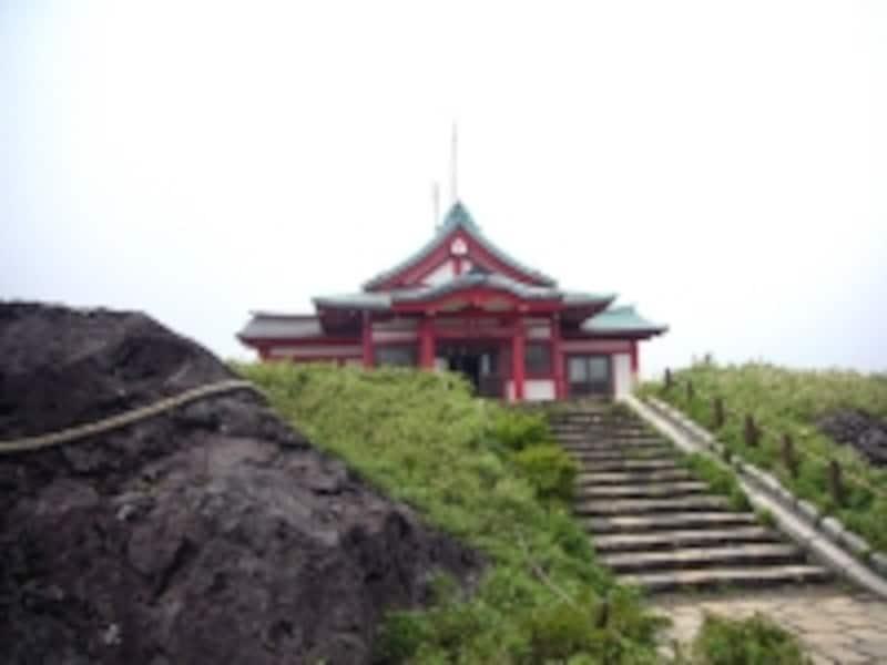 駒ヶ岳山頂にそびえる箱根神社元宮