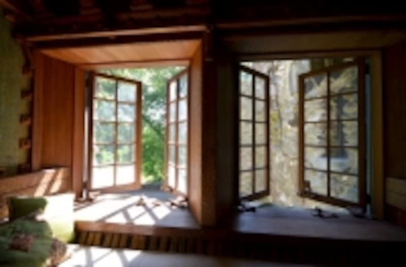 窓から入る自然の風は心地よく、体に優しい