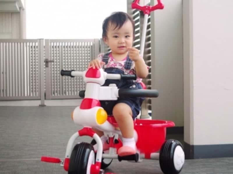 三輪車の対象年齢は?選び方のポイントと買う時期の目安