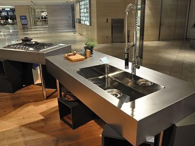 オールステンレスのキッチンは大阪のメーカー「lepur」の作品