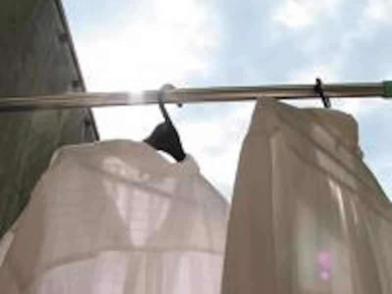 洗濯物がカラッと乾く日が待ち遠しい梅雨j時期。洗剤にも気を使う。