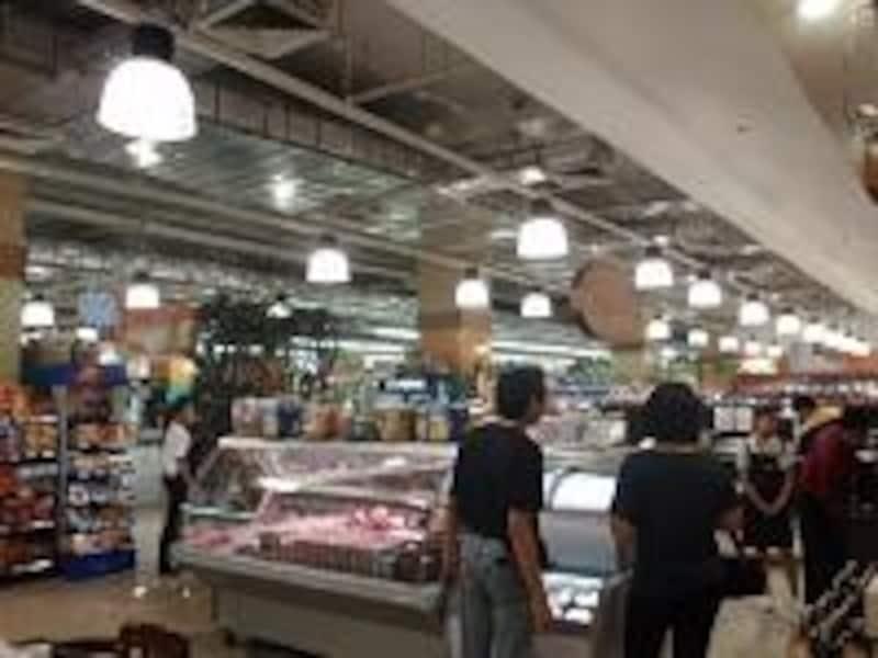 買い物をするお店もあって、日本食も十分そろっている。