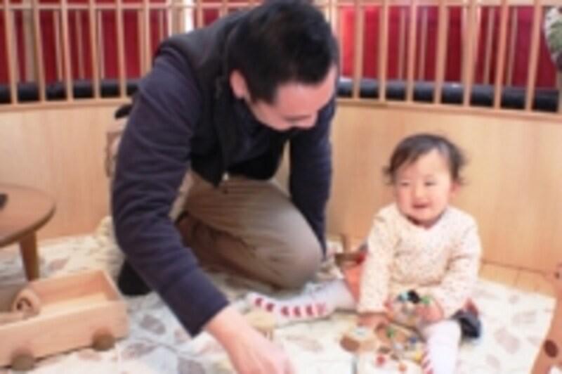 大人と一緒の安心感がおもちゃの楽しさを引きだします