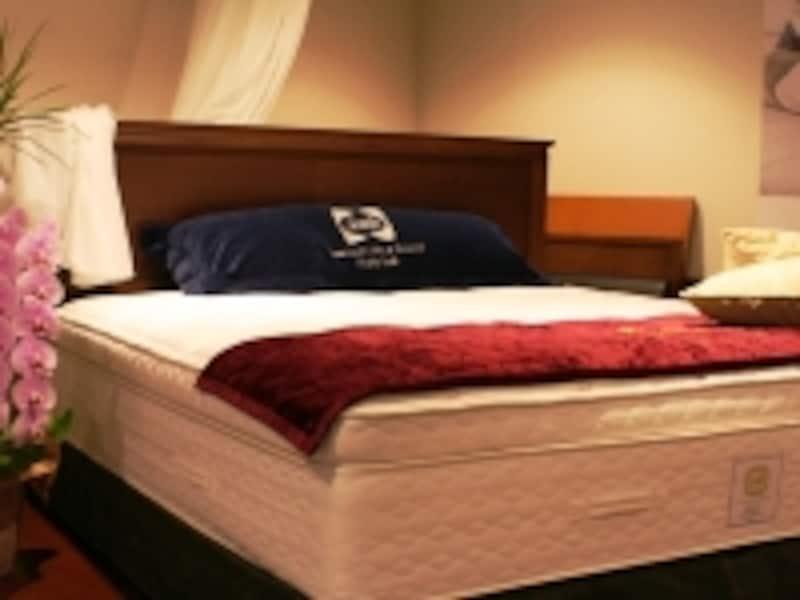 USAサイズだからゆったりベッドもラグジュアリーにSealyで