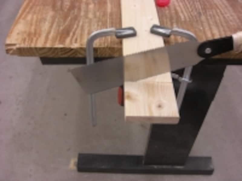 横引き刃は材料を直角に切る時に使います