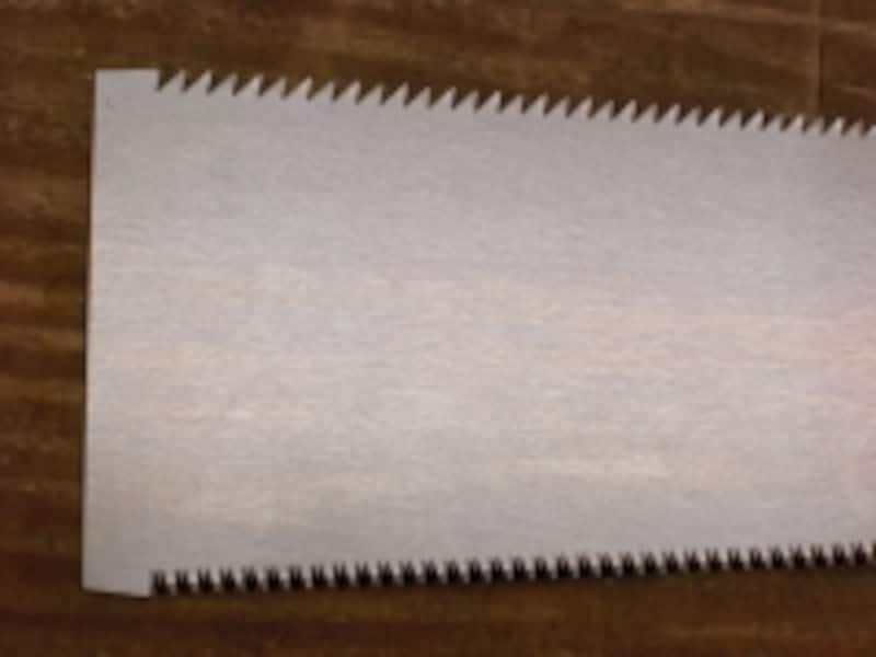 上が縦引き刃、下が横引き刃
