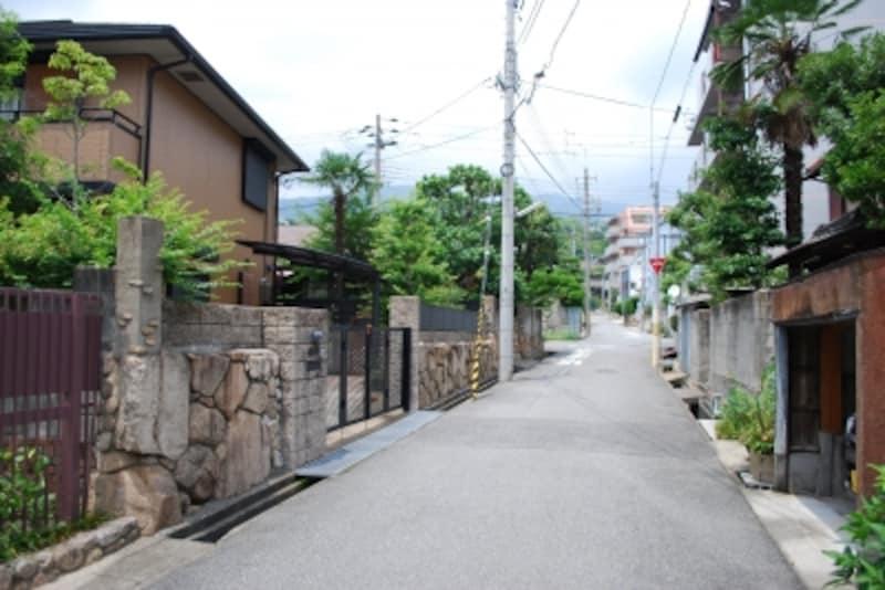 幹線沿いにはマンション、中に入るとこのような戸建が多い。