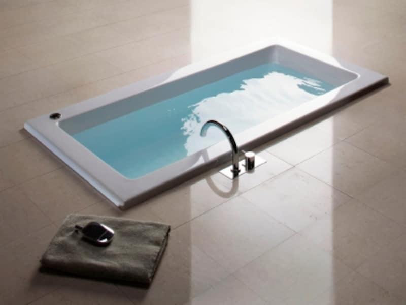 豊かな曲線を持つ水栓金具は、バスルーム空間のポイントにも。[VLBK7バス用湯水混合栓]undefinedセラトレーディングundefinedhttp://www.cera.co.jp/