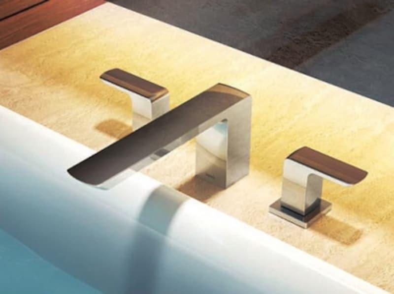 シンプルながら落ち着いたデザインは、ゆったりとしたバスルーム空間に取り入れたい。undefined[GRシリーズundefined2ハンドル混合水栓〈台付き〉]undefinedundefinedTOTOundefinedhttp://www.toto.co.jp/