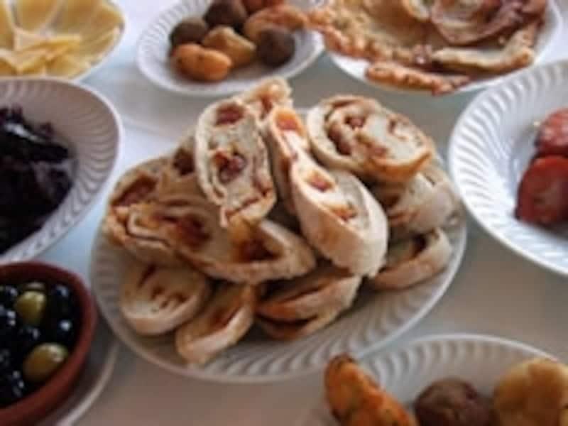 ゴハンという言葉が米だけでなく食べ物を表すのと同じように、パンという食べ物を示す言葉に由来している