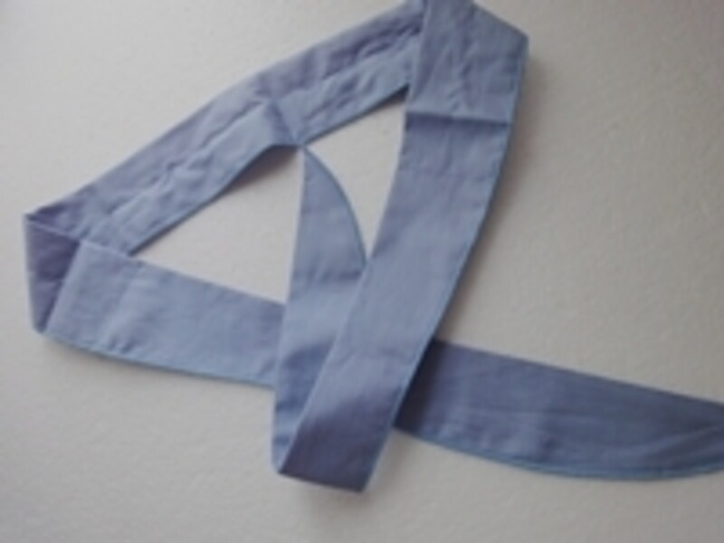 濡らしたタオルのような状態が保てる冷感スカーフ。お値段500円前後から