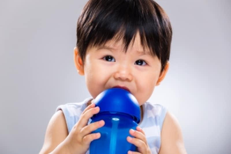 暑い時期、赤ちゃんに何を飲ませればいいの?