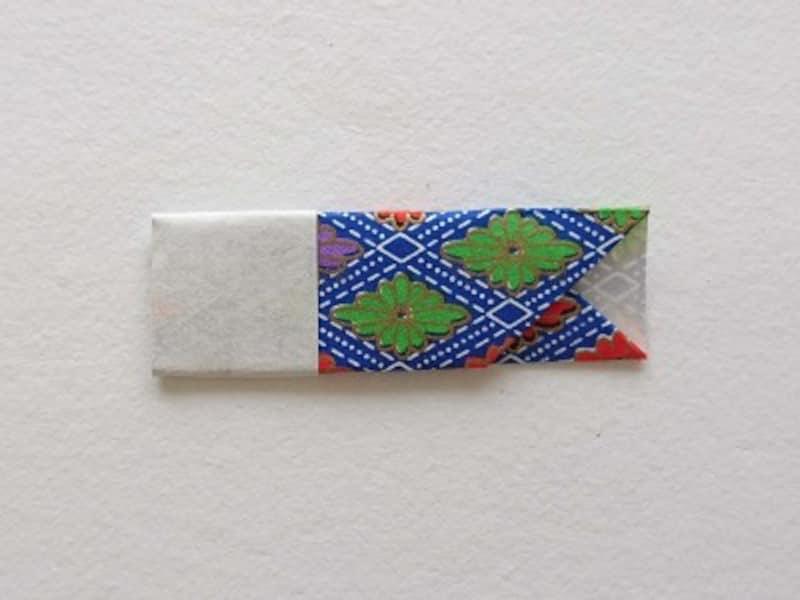 裏返し、目をつけると折り紙鯉のぼりの完成