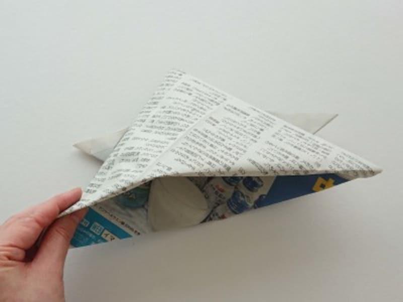 下の紙を中面へ入れる