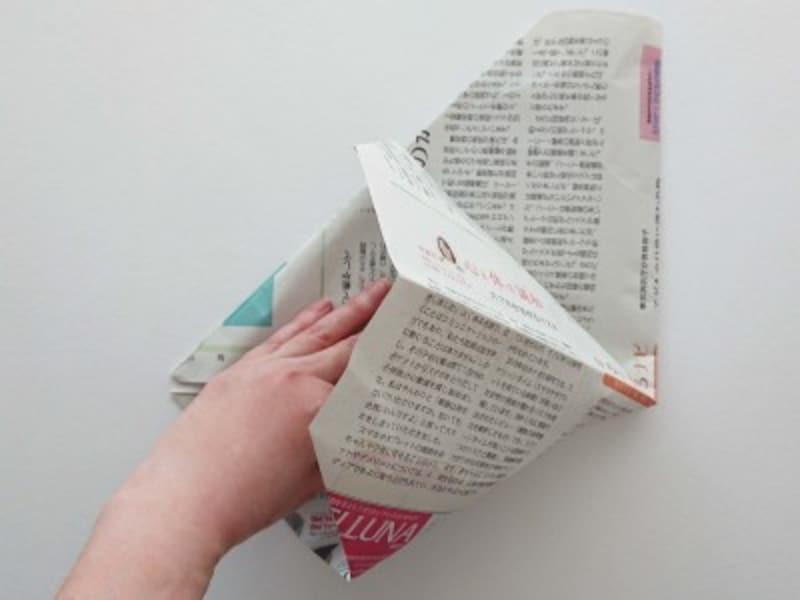 袋状になっている部分を開く