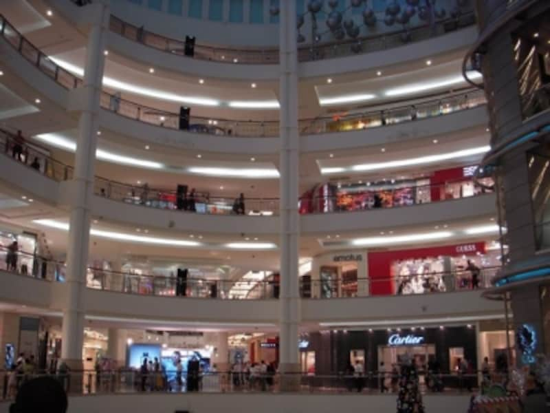 大型モールがあちらこちらにある都市部では、ショッピングが楽しい!
