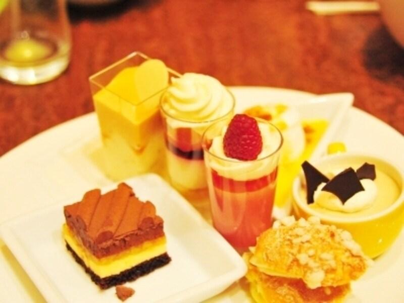 食べ放題のデザートは小さめなのでいろいろな種類を食べられちゃいます!