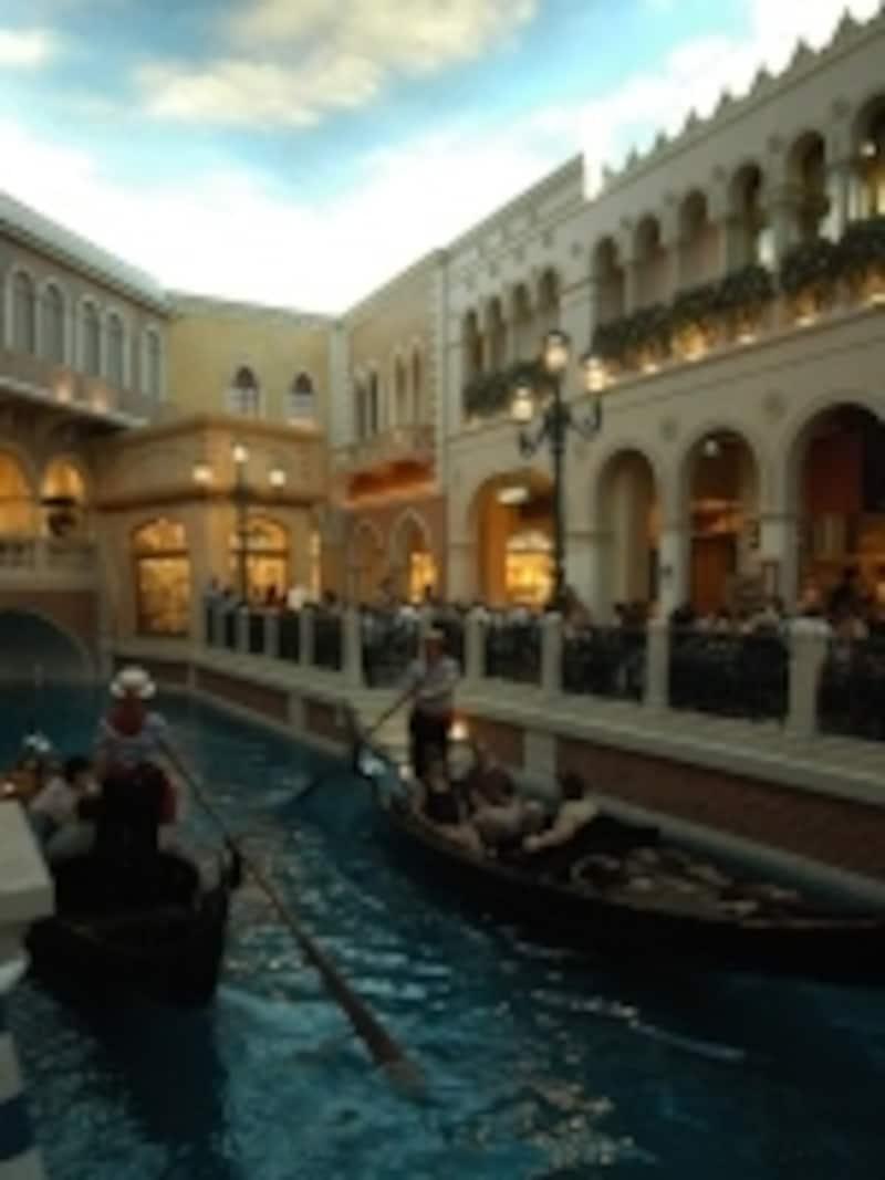 運河を眺めながらゴージャズバフェィ