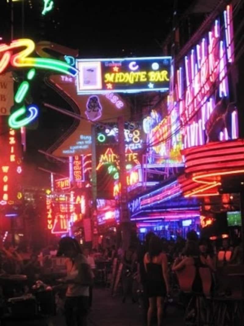 歓楽街などで出会い恋に落ちて、その後トラブルに巻き込まれる日本人が多いのも事実