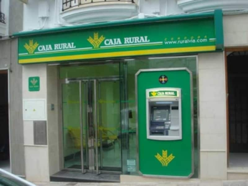 ATMは街の至る所にあって便利
