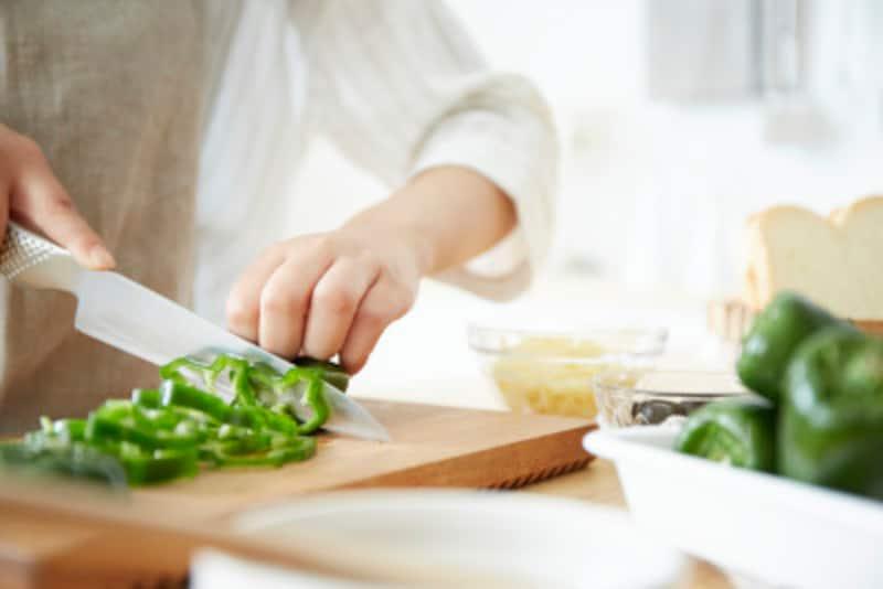 妊娠中の摂取カロリーは「肉野菜炒め定食」の献立が目安