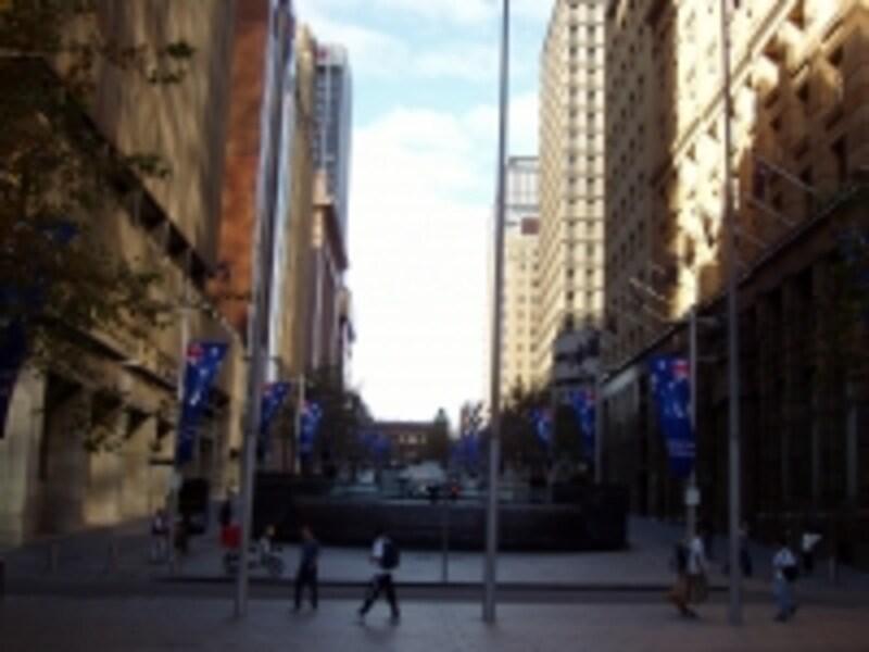 シドニーシティのビジネスの中心。マーティンプレイスはビジネスマンの憩いの広場。
