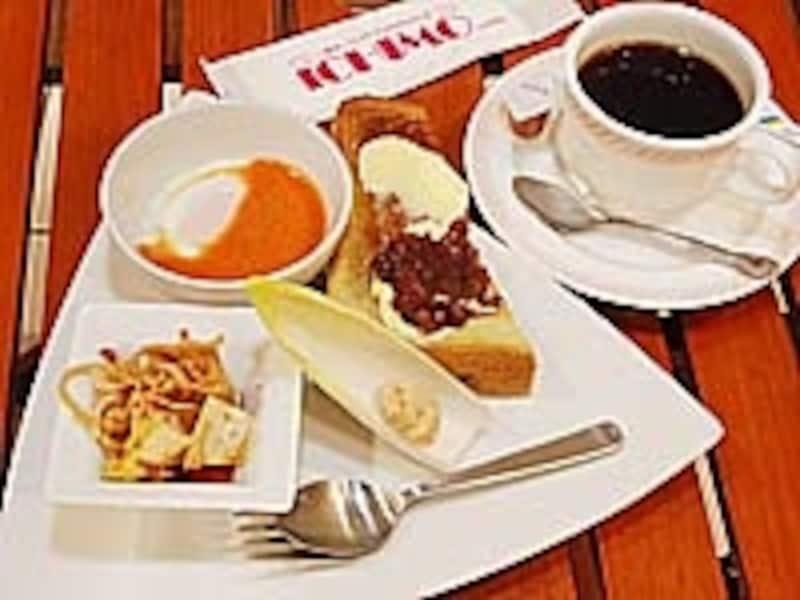 ICHIMOのオリジナルモーニング。コーヒー、アメリカン、紅茶、オレンジジュース、アップルジュース、トマトジュースすべてのドリンクに付いてくる