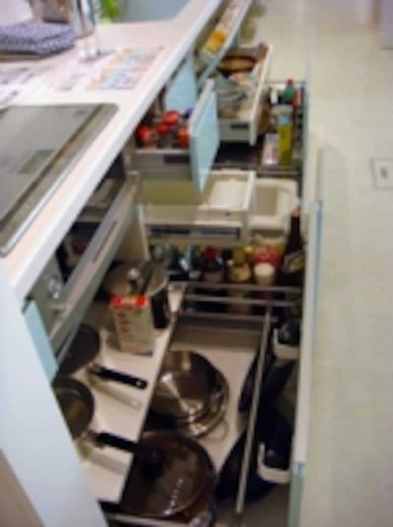 「スイスイ収納セミナー」ワークショップでの引き出し収納。吊り戸棚を使わなくてもタップリ入る