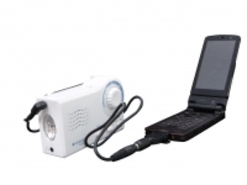 付属のコードを使って携帯の充電ができます。ドコモ、au、ソフトバンク、tu-ka対応です。