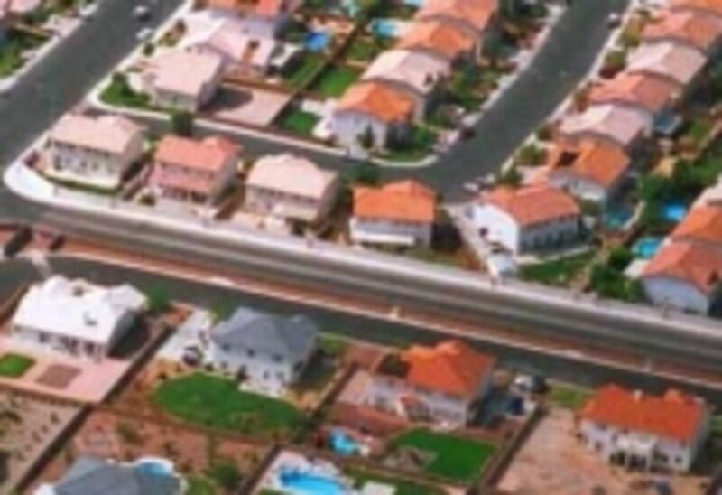 洋風の外観デザインの家が増えて、大きな庇のある家が少なくなってきました
