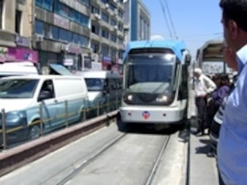 イスタンブールで公共交通機関を使いこなすのはなかなか難しいので、ジャンジャン周りの人に教えてもらいましょう!
