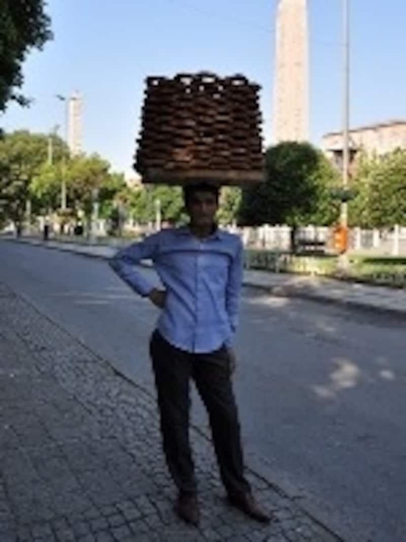 例えば、道端で名物ゴマパンを買う程度ならトルコ語だけでもなんとかいけそう!