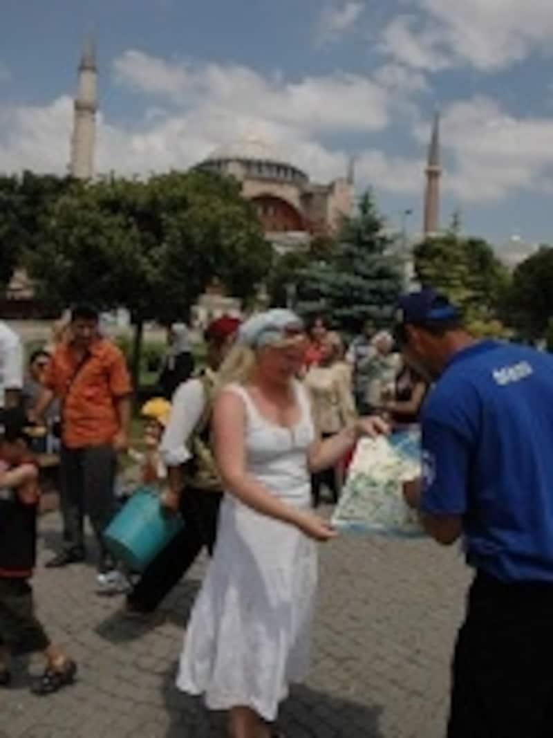 基本的に、人助けが大好きなトルコ人(©