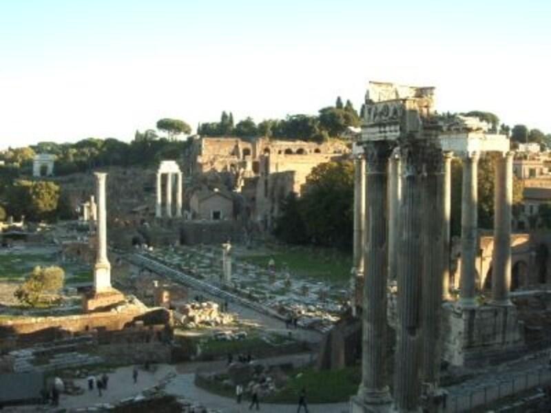 2000年の時を刻む永遠の都ローマの歴史はこのエリアから始まった!