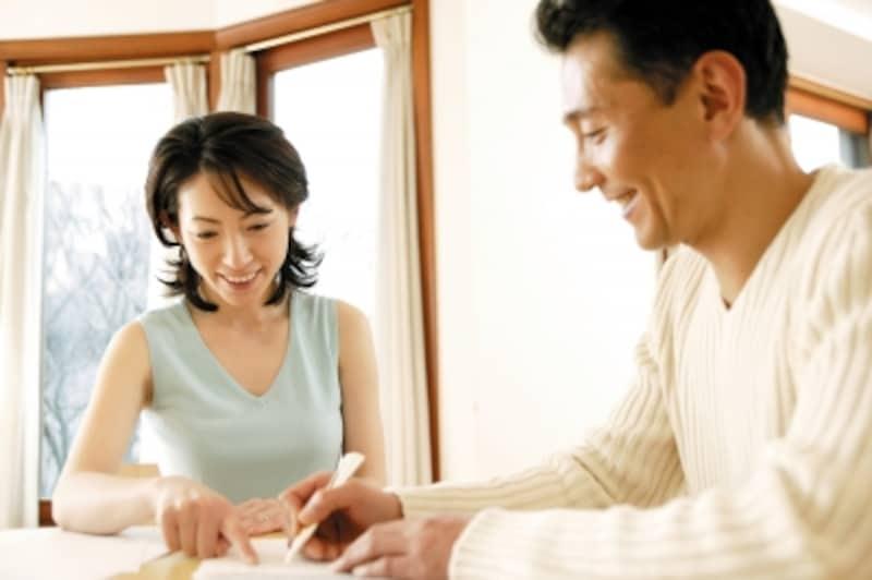 結婚をしたら夫の給料でやりくりする夫婦も多い。そんな時は、扶養の手続きを忘れずに!