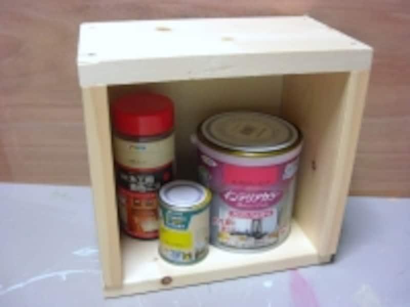 塗料の収納箱を作りました