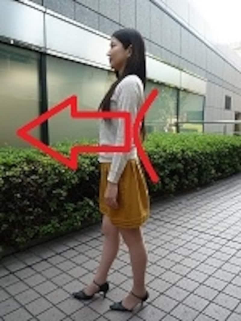 反り腰の歩き方