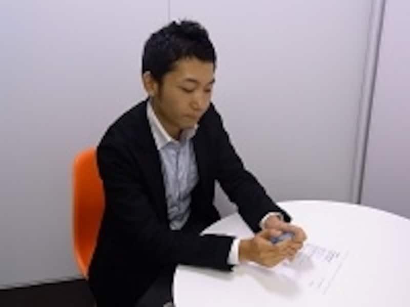 会話中ペンを触る彼