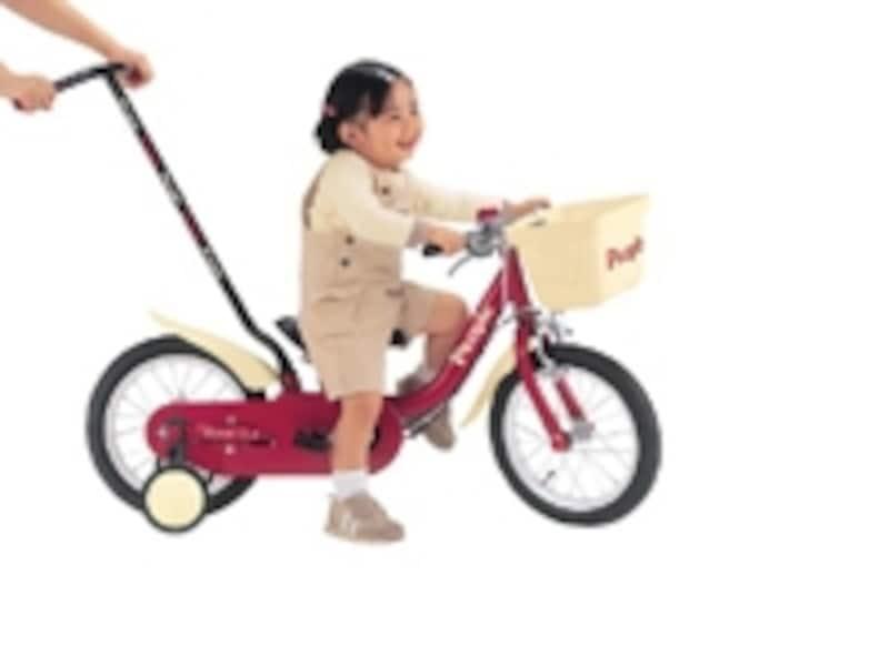舵取り棒があるので、公園への行き帰りもらくらく。定昇フレーム設計で2歳から乗ることができる
