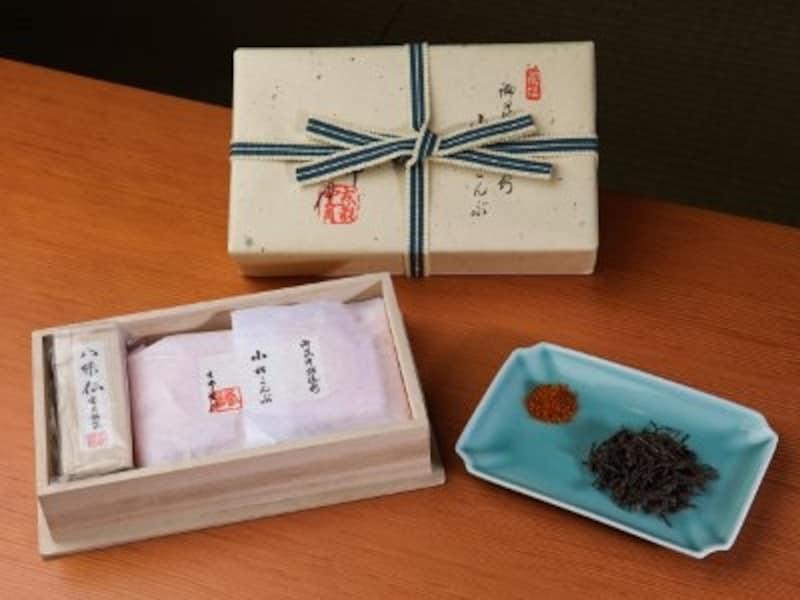 小松こんぶ、八味仙(詰め合せ)印籠型桐箱入り 2100円(税込)