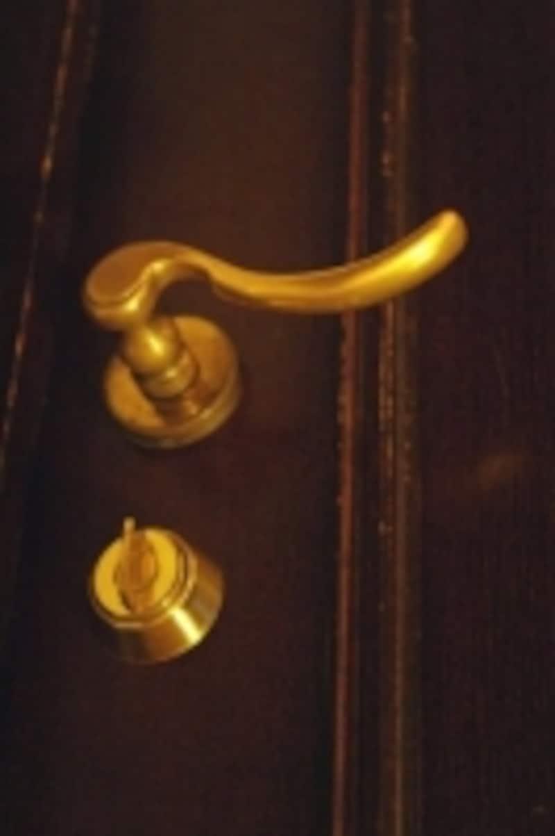ドアの前に立ち、開けてみるとデッドスペースが分かる。ここには何も置けない