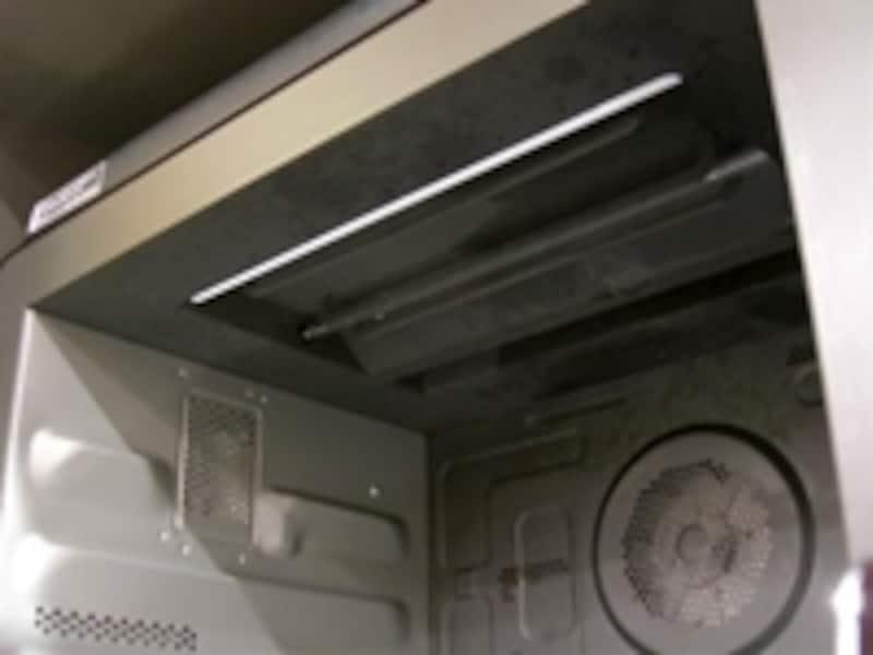 お手入れモードはあるが、庫内天井に凹凸があるため、いざと言う時拭きにくいのが気になる
