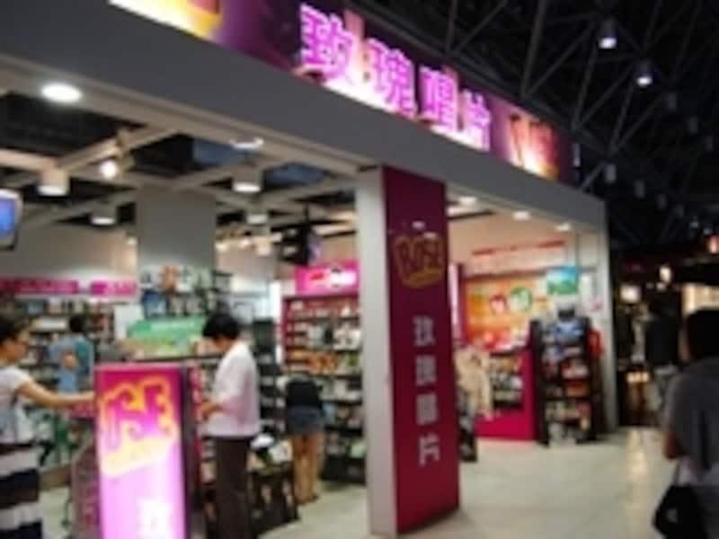日本人好みの台湾歌手を意識して揃えているコーナーもあります