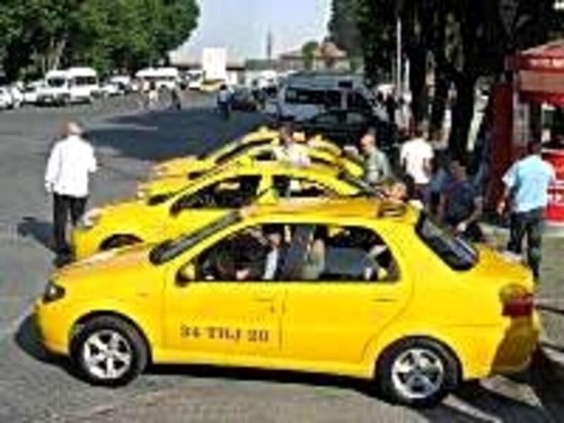 観光名所前で客待ちしているタクシーには乗っちゃダメ!