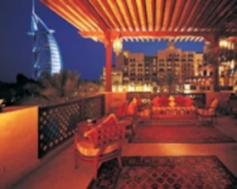 ジュメイラビーチとバージュアルアラブを眺めながら、ロマンチックな時間を過ごせそう!CopyrightOfJumeirahGroup