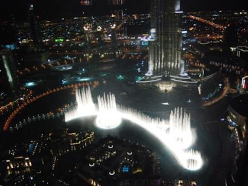 TheAddress DowntownDubaiの人気バー、NEOSからの美しい噴水ショーの眺め