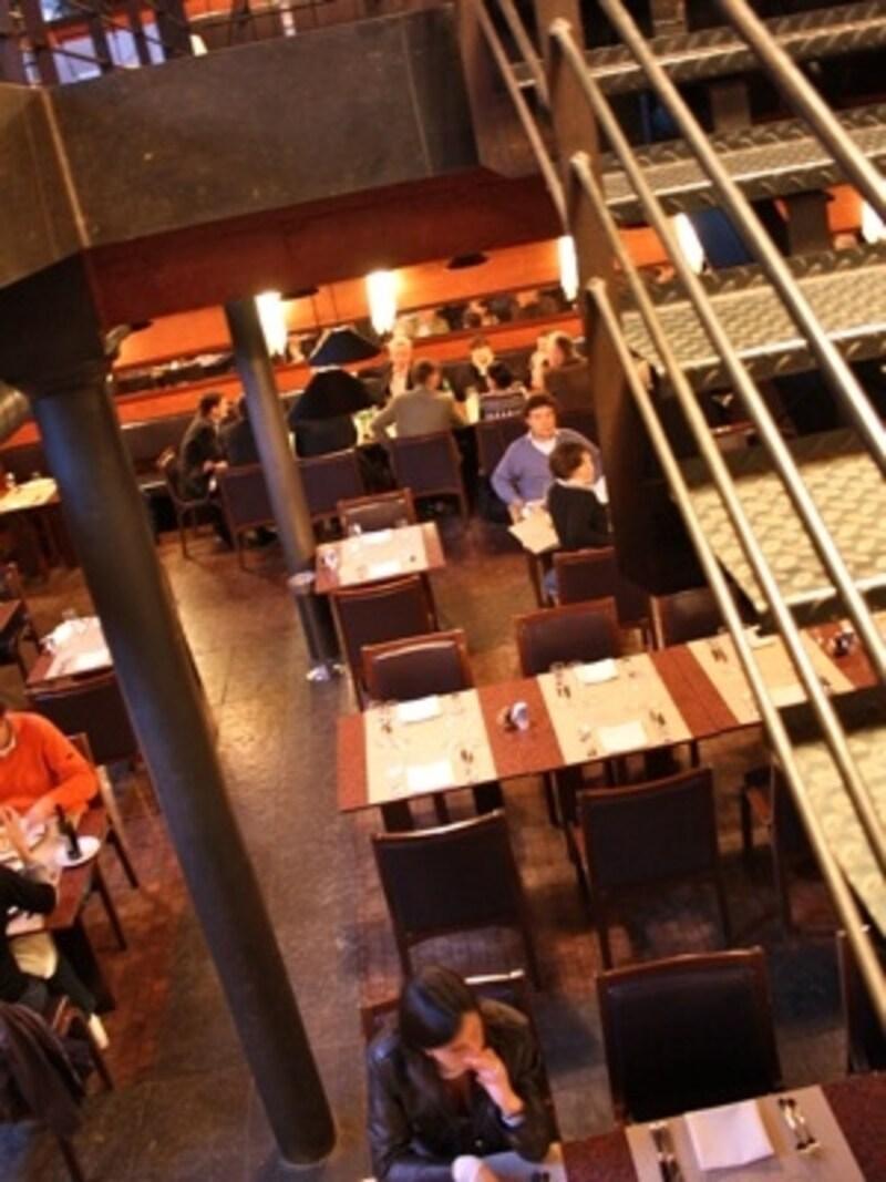 高級鞄の老舗ブランド、デルヴォーの工房がレストランになった「ラ・マニファクチュール」