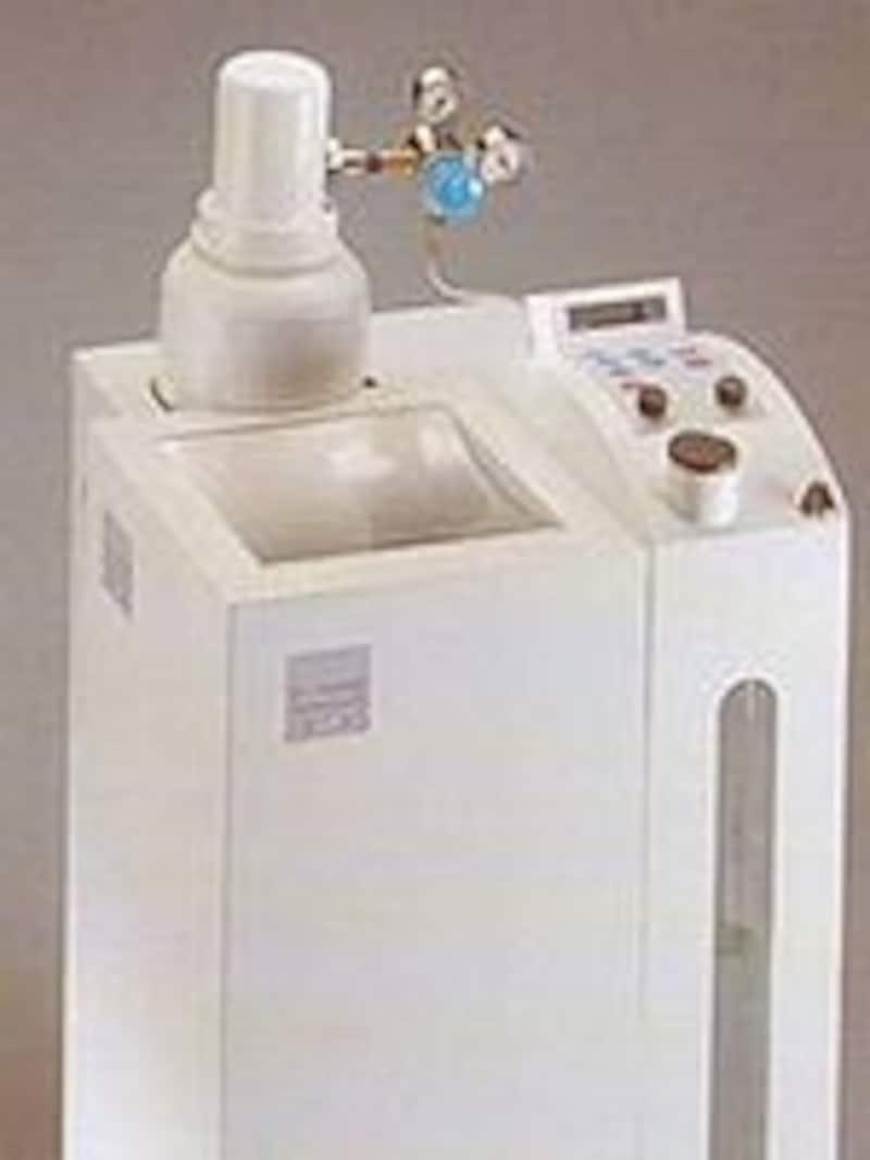 これが医療用オゾン製造機。ドイツ製です。